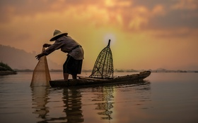 Обои облака, закат, отражение, рыбак, шляпа, зеркало, каноэ