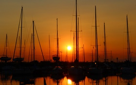 Обои солнце, закат, яхты, силуэты