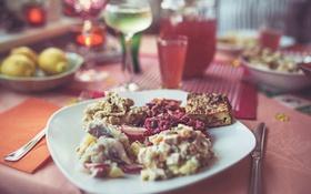 Обои plate, food, cup, bokeh, drink, fork, knife