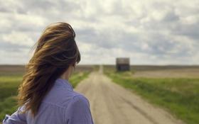 Картинка дорога, девушка, ветер, горизонт, рубашка