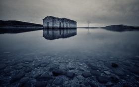Обои озеро, отражение, зеркало, церковь, Болгария, серые облака, Jrebchevo