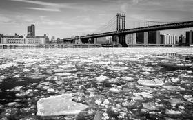 Обои зима, мост, город, дома, льдины, NYC, Manhattan Bridge