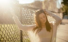 Картинка сетка, забор, брюнетка, Hanna Russell