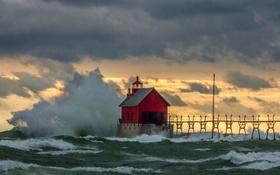 Обои волны, небо, тучи, шторм, дом, Мичиган, мол