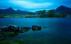 Картинка небо, деревья, горы, озеро, камни, вечер