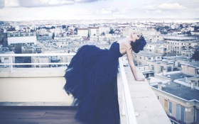 Картинка крыша, небо, девушка, город, здания, дома, платье