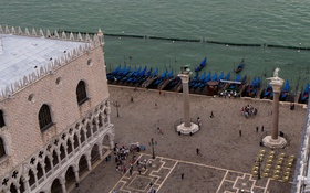 Картинка вид с кампанилы, Венеция, канал, гондола, лодки, колонна Святого Теодора, колонна Святого Марка