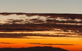 Обои облака, силуэт, холм, сумерки, оранжевое небо