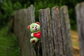 Картинка мишка, забор, игрушка