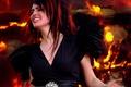 Картинка огонь, черное платье, Within Temptation, Sharon den Adel, The Howling, перья на плече