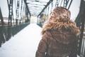 Картинка зима, девушка, снег, шапка, куртка, мех