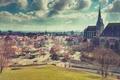 Картинка солнечно, парк, церковь, в центре города, люди, крыши, холмы