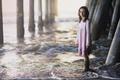 Картинка море, мост, девочка