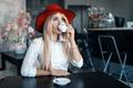 Картинка девушка, шляпа, столы, блондинка, чашка, Alessandro Di Cicco