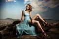 Картинка море, камни, платье, ножки
