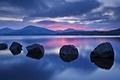Картинка камни, небо, облака, горы, озеро, вечер