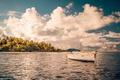 Картинка пляж, небо, солнце, облака, парусник, залив, кокосовые деревья