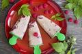 Картинка малина, листва, малиновое мороженое