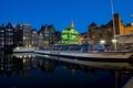 Картинка ночь, огни, дома, причал, фонари, Нидерланды, катера