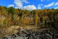 Картинка осень, небо, деревья, камни, склон