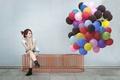 Картинка девушка, разноцветные, шарики