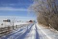 Картинка зима, дорога, снег, деревья, дом, забор, Канада