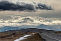 Картинка дорога, поле, облака, горы, забор