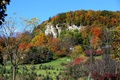 Картинка осень, трава, деревья, горы, дома, склон, Канада