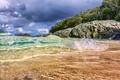 Картинка пляж, вода, капли, деревья, камни