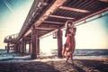 Картинка девушка, платье, пирс, прибой, декольте, Giulia Rocambole