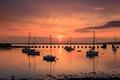 Картинка небо, солнце, облака, закат, лодка, яхта, гавань