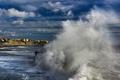 Картинка море, волны, брызги, шторм, город, Эшторил, Пртугалия
