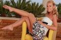 Картинка девушка, кресло, платье, ножки