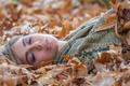 Картинка осень, листья, девушка, макро, отдых, макияж, губки