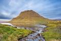 Картинка небо, облака, озеро, ручей, камни, гора, Исландия