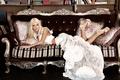 Картинка глаза, девушка, стиль, ретро, диван, белое, платье