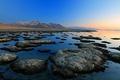 Картинка камни, озеро, горы, закат, небо