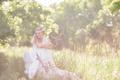 Картинка лес, лето, девушка, поза, улыбка, белое, платье