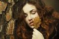 Картинка лист, лицо, девушка, волосы