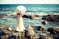 Картинка море, зонт, платье, девушка, камни