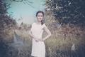 Картинка трава, девушка, платье, фотограф, girl, photography, photographer