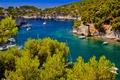 Картинка деревья, скалы, лодка, Франция, бухта, яхта