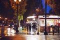 Картинка люди, улица, зонтики, быт, фонарь пост, дождливый