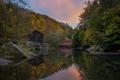 Картинка лес, небо, дом, река, вечер