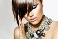 Картинка модель, волосы, макияж, украшение, челка, закрытые глаза