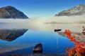Картинка осень, небо, листья, горы, туман, озеро, лодка