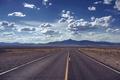 Картинка дорога, лето, небо, облака, горы, пустыня, сухие