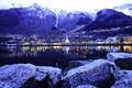 Картинка снег, горы, город, река, камни