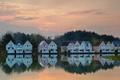 Картинка коттедж, деревья, облака, небо, отражение, домик, озеро
