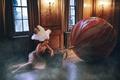 Картинка девушка, комната, шар